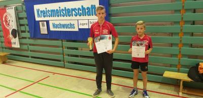 Links Jonthan Hanisch der in der 1. Kreisklasse Punkten konnte, rechts sein Bruder Amadeus