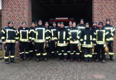 Foto zur Meldung: Wollmützen für die Feuerwehr dank Sponsor Galle