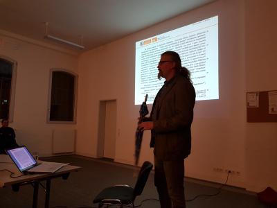 Christian Warnke aus Cobbel, Physiker, Historiker und Landwirt, ist Fachmann für alte Urkunden