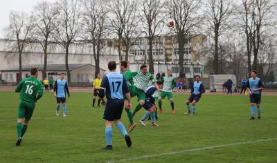 Marcus Blücher ( grün-weiss, Bildmitte ) erzielte den ersten Demminer Treffer zum 1:1 Pausenstand