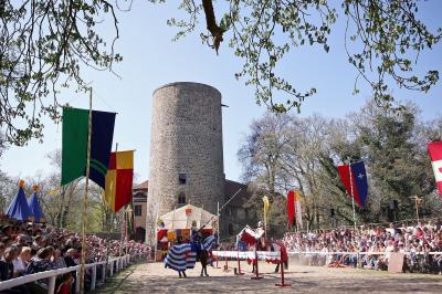 Foto zur Meldung: Jubiläum: 25. Ritterfestspiele mit Ritterturnier hoch zu Ross vom 19. April bis 22.04.2019 auf der Burg Rabenstein