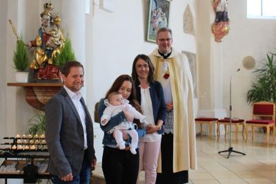 Foto zur Meldung: Anne Brüning empfing das Hl. Sakrament der Taufe