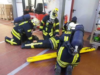 Foto zur Meldung: LB West: Atemschutzunterweisung & Notfalltraining