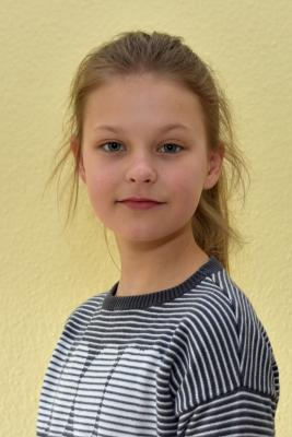 Vorschaubild zur Meldung: Lea Charlotte Schürmann siegt beim Vorlesewettbewerb in Strausberg