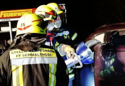 Foto zur Meldung: Glas splittert, Blech birst – Feuerwehr übt Technische Hilfe