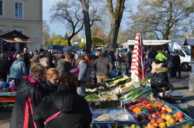 Ab sofort jeden Donnerstag: Nauens Frischemarkt auf dem Rathausplatz.