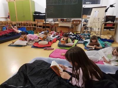 Vorschaubild zur Meldung: Lesen können wir auch nachts!