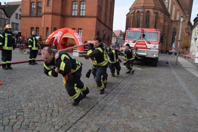 Foto zur Meldung: Spaßwettkampf im Zeichen von 150 Jahre Freiwillige Feuerwehr Perleberg