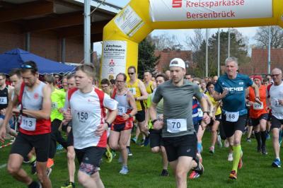 Start der Läuferinnen und Läufer beim Frühlingslauf