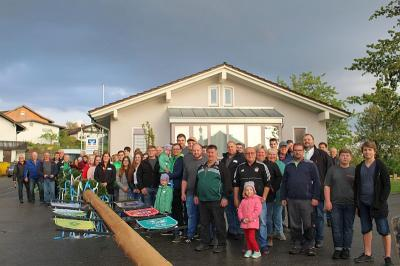 Foto zur Meldung: Sechs Vereine beteiligten sich erstmals beim Maibaumaufstellen