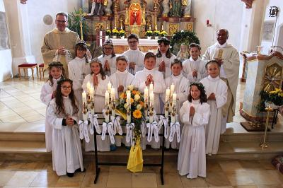 """Foto zur Meldung: """"In Gottes Hand geborgen"""" das Motto der Erstkommunionkinder"""