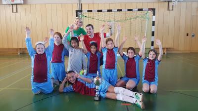 Vorschaubild zur Meldung: Niederwerrner Grundschülerinnen werden Fußball-Kreismeister