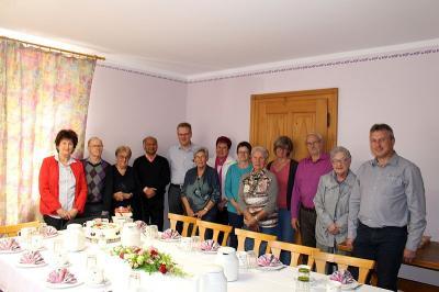 Foto zur Meldung: Pfarrer Tomy Cherukara, der liebenswerten Krankheitsaushilfe der Pfarreiengemeinschaft wurde zum 50. Geburtstag gratuliert