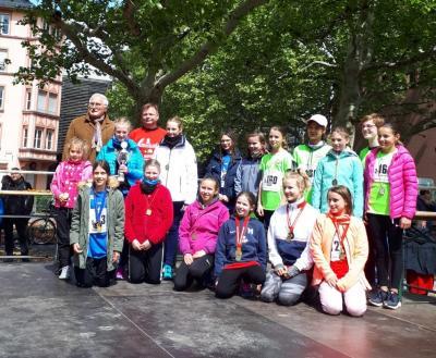 Siegerehrung der Mädchen U62 beim Mainzmarathon