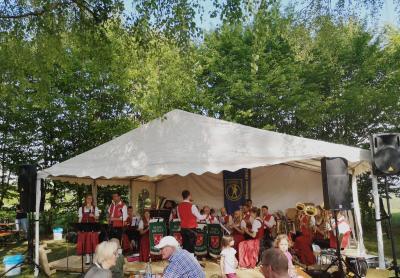 Maifest rund ums Musikerhäusle in Ohmden
