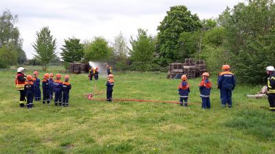 Die Nachwuchsbrandschützer im Einsatz