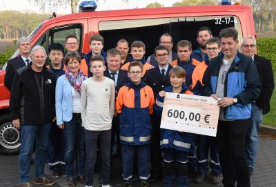 Foto zur Meldung: Spende für die Jugend-Feuerwehren der SG Fredenbeck