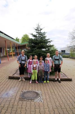 Schüler der Klassen 1 und 9 beim bayerischen Tag