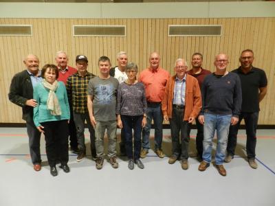 v.l.n.r. Rudolf Amthor (70-jährige Mitgliedschaft), Anna Vernazza (50), Ehrenvorstand Heiner Keß (70), Christian Scheblein (25), Joachim Wolkenstein (25), Wolfgang Ullrich (50), Maria Struch (60), Jürgen Fischer (25), Hilmar Gehret (60), Rainer Winkler (25), Ehrenmitglied Bernhard Kuhn (50), Vorstandsvorsitzender Uwe Schömig
