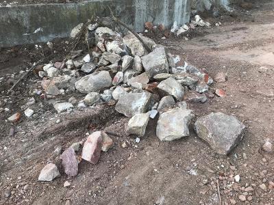Steine, die vor gut 500 Jahren zu den Grundmauern von Brauhaus, Pallas und vielleicht sogar vom runden Turm gehörten.