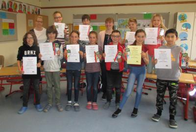 Vorschaubild zur Meldung: 2. Platz beim Schönschreibwettbewerb in Mittelfranken