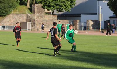 Mit seinem Treffer zum 1:1 rettete Nico John ( grünes Trikot ) dem Demminer SV einen Punkt