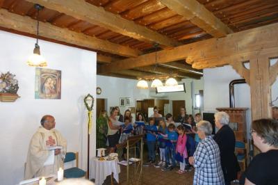 Foto zur Meldung: Kinder- und Jugendchor gestaltet am 7. Sonntag der Osterzeit musikalisch den Gottesdienst