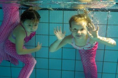 Vorschaubild zur Meldung: Meerjungfrauenschwimmen  im Freibad Landrücken Flieden