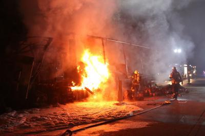 Großaufgebot an Einsatzkräften bei LKW-Brand auf der A1