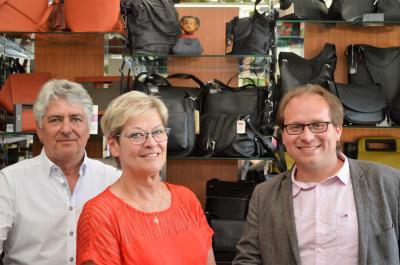 Siegfried und Brigitta Mikosek mit Bürgermeister Manuel Meger am Jubiläumstag (v. l.).