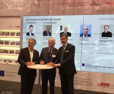 Die Verantwortlichen bei der Unterzeichnung des Ansiedlungsvertrages (von li. Herr Guttschau,  Herr Radam, Herr Kammradt), Quelle: IPG