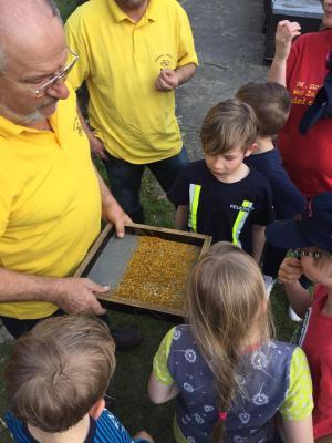 Vorschaubild zur Meldung: Feuerwehrkinder in der Natur