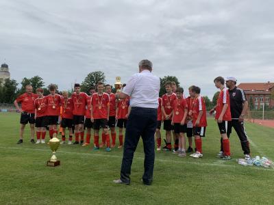 Foto zur Meldung: C-Junioren werden nach dem Sieg im Kreispokal auch Meister des FK Südbrandenburg