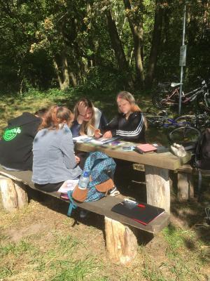 Vorschaubild zur Meldung: Unterricht im Wald – NAWITAG Klasse 7