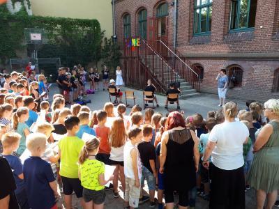 Eine große Überraschungsfeier bereiteten die Kinder für Frau Micheel vor. (Foto: Andreas Zahn, Stadt Nauen)