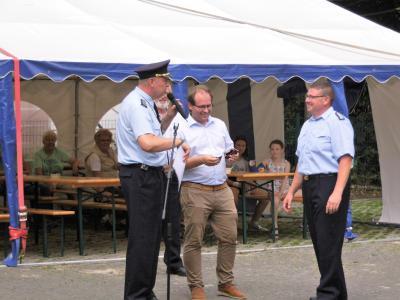Stadtwehrführer Jörg Meyer, Bürgermeister Manuel Meger und der frisch ernannte Oberbrandmeister Marcel Meintzer in Berge (v. l.).