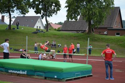 Kreismeisterschaften in Bad Essen Emma Haukap beim Hochsprung