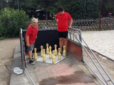 Foto zur Meldung: Abteilungen Schach und Kegeln unterstützten Ferienkinder