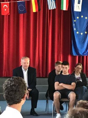 Foto zur Meldung: Europatag an der OBS Jade mit dem Minister für Wissenschaft und Kultur Björn Thümler
