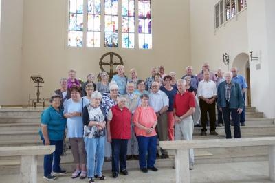Foto zur Meldung: Seniorenausflug führte nach Landshut zur Wirkungsstätte von Pfarrer Tomy