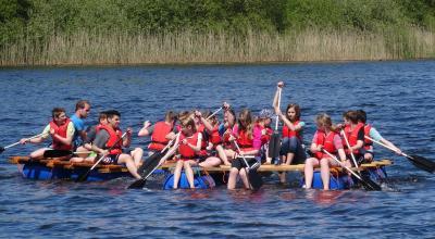Vorschaubild zur Meldung: Klassenfahrt der 6. Klassen: Teamtraining am Westensee