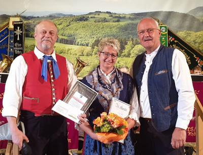 v.l.: Vorsitzender Martin Herget, Ehrenmitglied Kerstin Schleicher u. Bürgermeister Manfred Helfrich