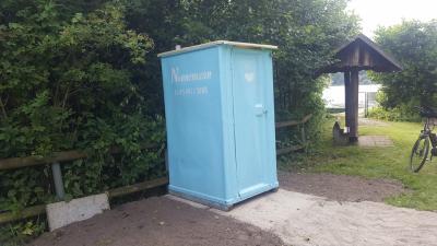 Foto zur Meldung: Toilettenkabine am Bootssteg Neversdorfer See