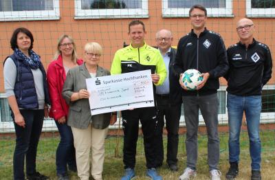 Vorschaubild zur Meldung: Spende für Fußball-Jugendarbeit