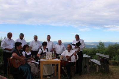 Vorschaubild zur Meldung: Stimmungsvolle Bergmesse beim Aussichtspunkt in Igleinsberg