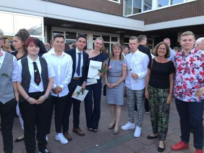 Vorschaubild zur Meldung: Die Nordschule gratuliert  ihren 15 ehemaligen Nordschülerinnen und -schülern zum Abitur!