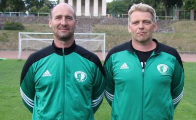 In akribischer Zusammenarbeit bereiten die Demminer Trainer Heiko Runge ( links, 1. Männer ) und Silvio Schwartz ( rechts 2.Männer ) Demmins Fußballer auf die neue Saison vor