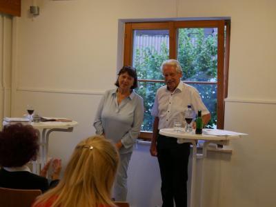 Ingrid Koch und Axel Rheineck unterhalten das Publikum mit Poesie, Witz und Nachdenklichem. Foto: Rösler