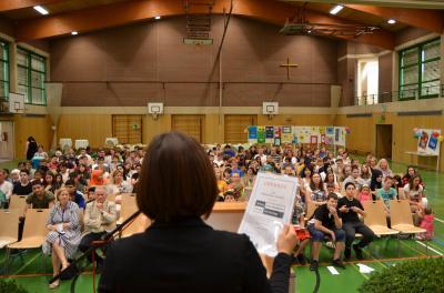 """Vorschaubild zur Meldung: Mittelschule Sennfeld erhält das Prädikat """"Schule ohne Rassismus – Schule mit Courage"""""""