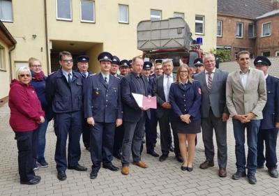 Vorschaubild zur Meldung: Malchiner Feuerwehr bekommt Fördermittel für neue Drehleiter